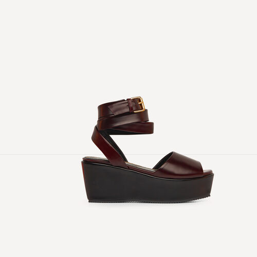 Glacé leather platform sandals : Accessories color Black 210