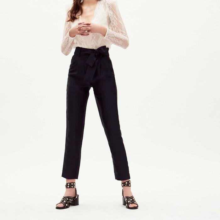 Pantalon à pinces ceinturé : Majexclusive couleur Marine