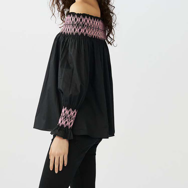 Top à smocks avec épaules dénudées : Tops couleur Black