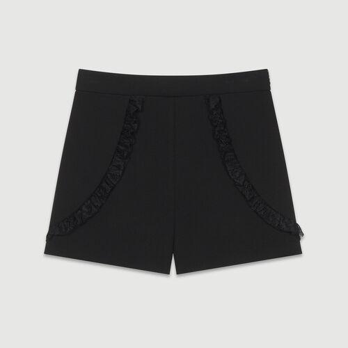 Short avec détails en dentelle : Jupes & Shorts couleur BLACK