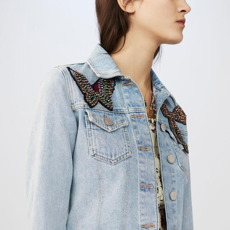 Veste courte en jean avec écusson : Vestes couleur Bleu